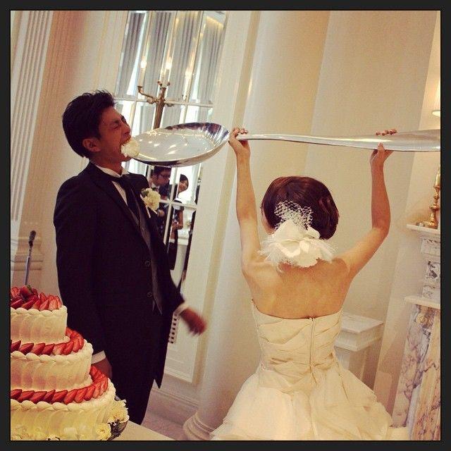 ファーストバイトは 巨大スプーンでサプライズ! #結婚式 #結婚 #花嫁  #wedding  #weddingdress  #weddingphoto  #ウェディング #ウェディングドレス #love  #サプライズ #surprise #ウェディングケーキ #ファーストバイト #weddingcake #スプーン #ビッグスプーン #bigspoon #スプーン #プレ花嫁 #ケーキ #cake #ケーキ入刀 #tbt #weddingtbt
