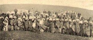 Fotografia storica di guerrieri zulu.