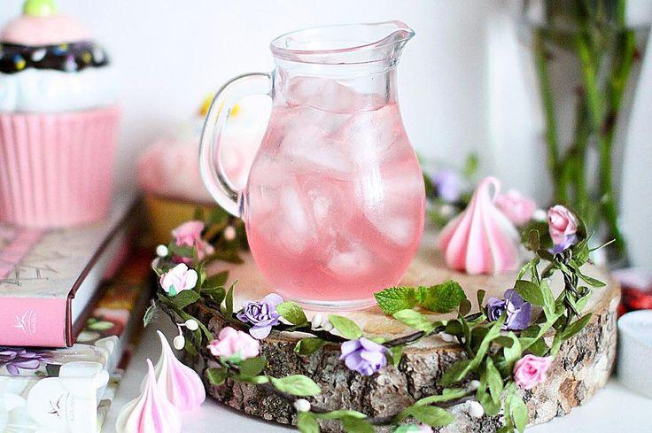 Розовый лимонад