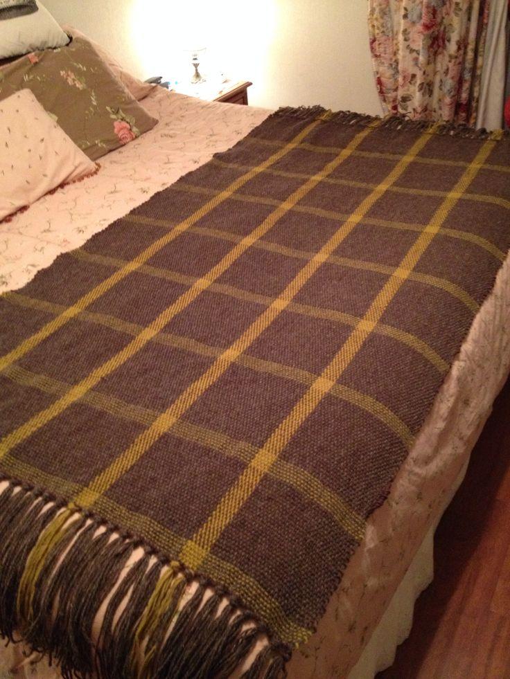 Piecera, lana natural, para una cama de ancho 1,80 o 2 metros de ancha como esta.  Estará en venta en Materia Prima ahora en Octubre entre 24 y 27, en stand de Poyen.