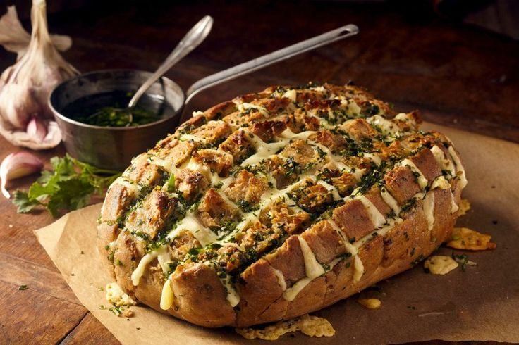 Kaşar peynir dolgulu ekmek tarifi ile bayat ekmeklerinizi lezzetlendirebilir ve bugün ne pişirsem derdinize kısa yoldan çözüm bulabilirsiniz.