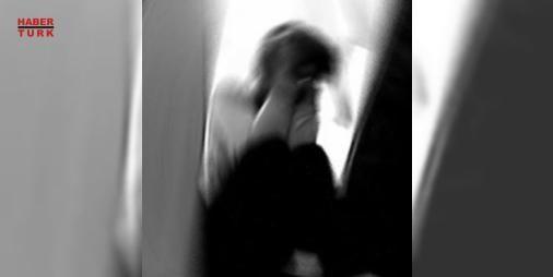 Kapıya kullanılmış iç çamaşırı astılar! : İstanbul Esenyurtta lüks rezidansta yaşayan birbirlerini tanımayan 3 bekâr kadının evinin kapısına kadın iç çamaşırları bırakıldı. Karakola giden ve şikâyetçi olan kadınlar polisin Bu taciz değil bulsak neyle suçlayacağız? dediğini iddia etti  http://www.haberdex.com/turkiye/Kapiya-kullanilmis-ic-camasiri-astilar-/96877?kaynak=feed #Türkiye   #kadınlar #polisin #şikâyetçi #giden #bırakıldı