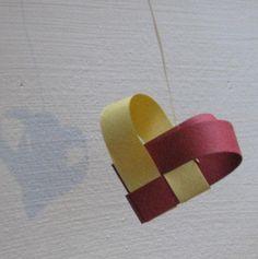 Cœur en bandes de papier tressées - tutoriel