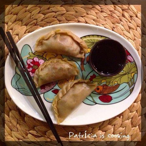 Patrícia is cooking.: Guiozas ou dumplings de legumes ao vapor, com molho de shoyo, tangerina e sésamo {vegan, integral}