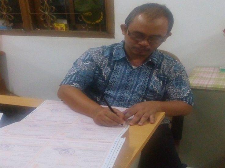 Penandatanganan SPPT PBB P2 oleh Kasubag TU UPPD Ciracas