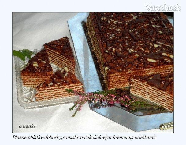 Plnené oplátkové dobošky s maslovo-čokoládovým krémom a orieškami