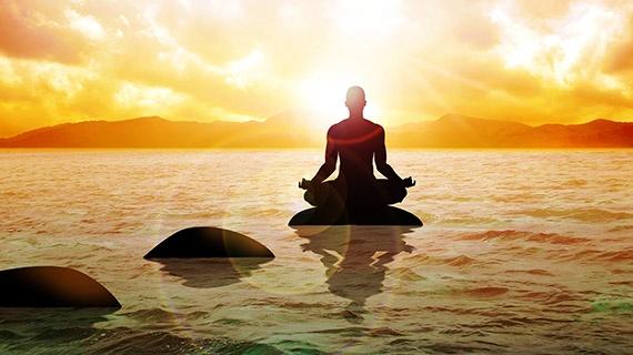 Yoga aslında bir yaşam tarzıdır. Kişinin hayata ve olaylara bakışını, iç huzurunu temsil eder. Yogayla doğru nefes alma teknikleri öğrenilir.