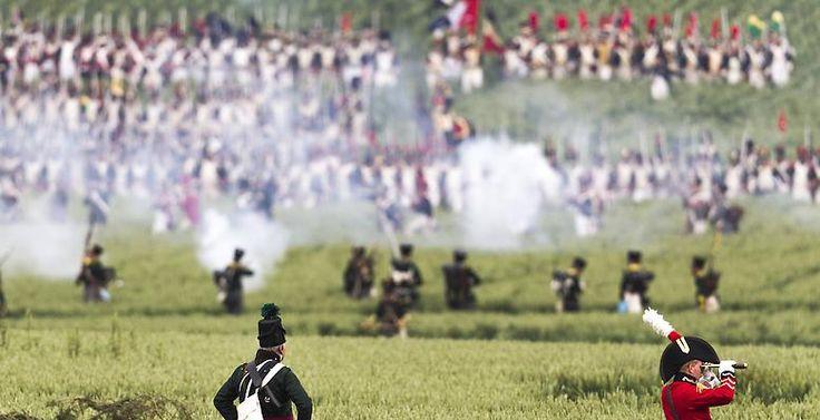 ...  haben 6000 Laiendarsteller aus 52 Ländern die historische Schlacht nachgestellt.