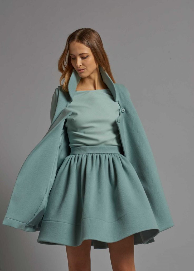 Petit manteau sans manches.   – Black Silk White Cashmere