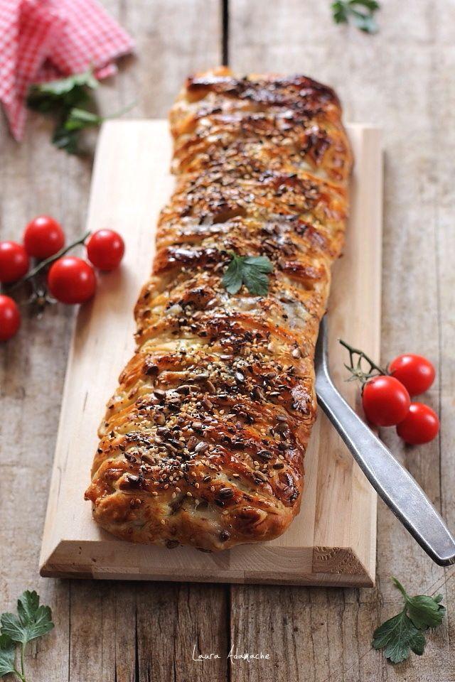 Placinta cu ton si cartofi, reteta simpla si rapida cu aluat foietaj. Mod de preparare si ingredeinte pentru placinta cu ton si cartofi.