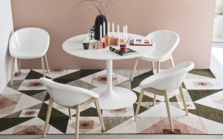 Si te gusta jugar con los estilos, las sillas Bloom de la firma Calligaris son ideales para darle un toque retro a tu comedor. #Diseño #Interiores  #AtelierCasa #Bogotá #Caracas