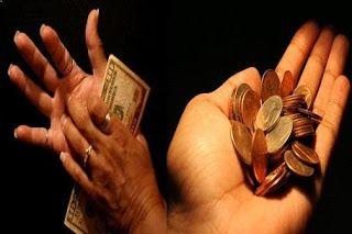 Superstițiile despre faptul că ai putea primi bani sau a da bani, a-i pierde, în funcție de care palmă te mănâncă, stânga sau dreapta, sunt ...