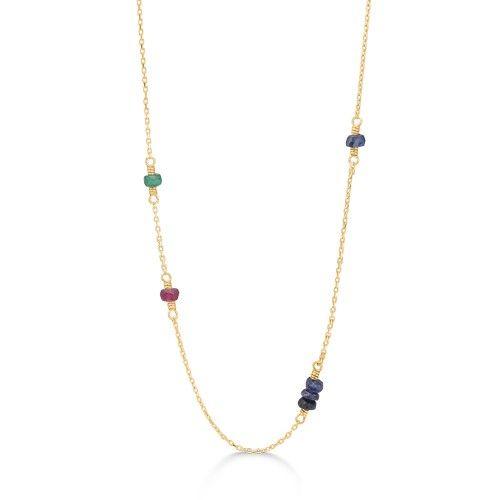 NOBLE TEARS halskæde i 14 karat guld med safirer, rubiner og smaragder.  Halskæden er 50 cm. lang.  Elegant halskæde med smukke, farverige ædelsten. Den tynde kæde og de smukt changerende sten skaber et eksklusivt og luksuriøst udtryk.   NOBLE TEARS armbåndet er fra Mads Zieglers Gold Label kollektion.