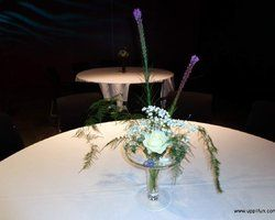 Flower decoration for a large round table
