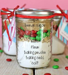 10-Minute Holiday Cookies in a Jar - Need a quick and cheap Christmas gift? Now you can check one off your list!