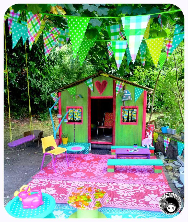 shed, bunting, beautiful garden!
