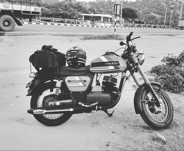 Yezdi Roadking 250cc  Repost @vigneshwaransugumar  #jawa #jawamotorcycles.com#jawamotorcycles #jawayezdi #idealjawa#2stroke #bikersofinstagram #bikeswithoutlimits #bikestagram #bikers #bikelife #bikeride #bikeporn #bikergang #motorcycles #yezdi #retro #czech #vintage #vintagebike #india #motocross #motorsport #motorbike #czechoslovakia