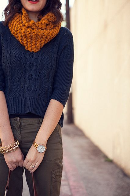 @Caroline Barnett Let's make this scarf. And the sweater too when we become better knitters. :)