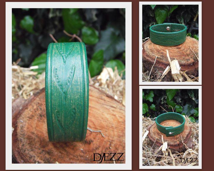 Green Summer  Rundlederen handgemaakte Green Summer armband. Deze is bewerkt met een hoogwaardig kwaliteit pigment en met de hand gegraveerd. kijk ook even op :   https://www.facebook.com/pages/Djezz-Leather-Design/835984409763008