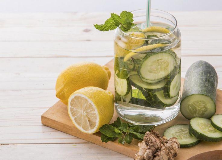 Sabemos sobre la importancia de tomar por lo menos 8 vasos de agua durante el día. Ayuda a al mejor funcionamiento del cerebro, a evitar...