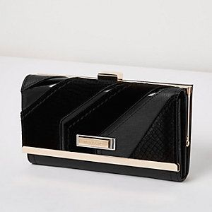 Zwarte portemonnee met druksluiting en diagonaal paneel