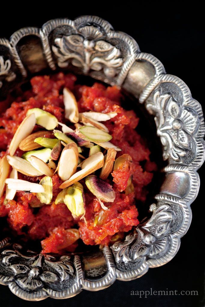 Gajar Ka Halwa aka carrot pudding. The color of this dish is what makes it look so good! Amazinn <3