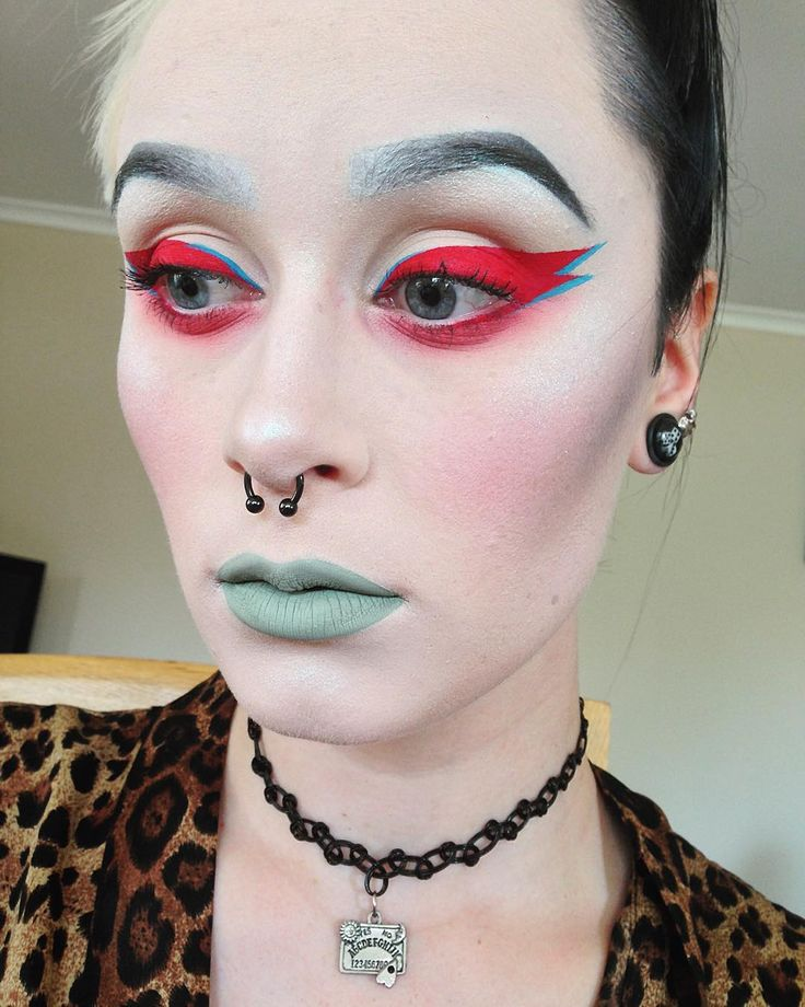 Makeup for tonight having a David Bowie tribute at @powfridays tonight so this was my toned down look for that because I have work before hand haha! by gorgeousgeisha.m.u.a You can follow me at @JayneKitsch