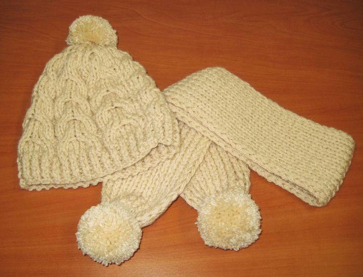Insrucciones detalladas con fotografias del paso a paso para tejer un gorro de lana con punto trenzado y una bufanda a juego.