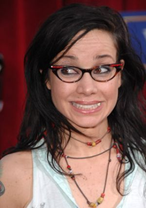 Janeane Garofalo: she looks sooo different.