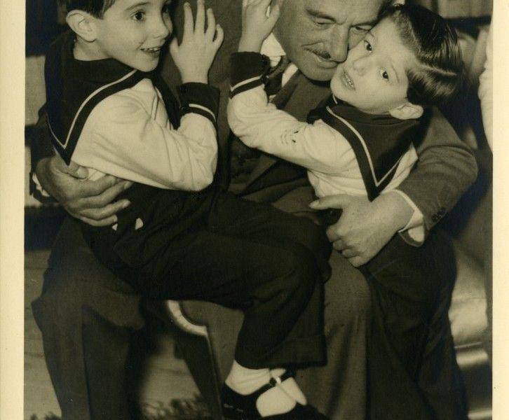 Vittorio De Sica in una foto di famiglia.