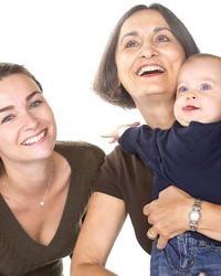 Madre e figlia: la maternità è un'opportunità di riscoprirsi e sentirsi vicine, soprattutto come donne.  http://quimamme.leiweb.it/mamma/mamma-e-donna/coppia-e-famiglia/articoli-2010/madre-figlia-20488737143.shtml