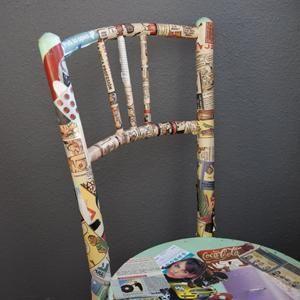 Como forrar uma cadeira com histórias em quadrinhos. As cadeiras antigas têm muito encanto porque nos fazem lembrar a nossa infância ou a casa dos nossos avós. Na hora de restaurá-las temos várias opções, podemos recuperar e tratar a madeira para conser...