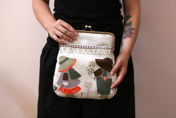 Vintage print clutch purse. kiss lock by Julbyjuliagasin on Etsy, $55.00