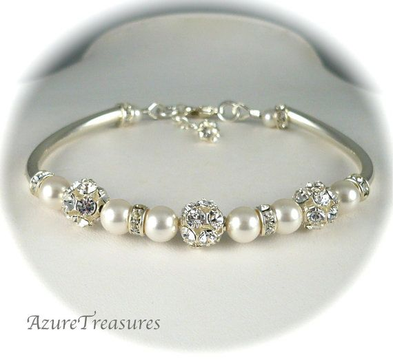 An absolutely beautiful pearl bracelet..I WOULD wear this...special occasions of course!