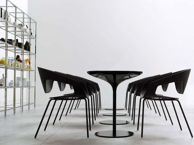 Fauteuil empilable Vad / Plastique & pieds métal Noir - Casamania - Décoration et mobilier design avec Made in Design
