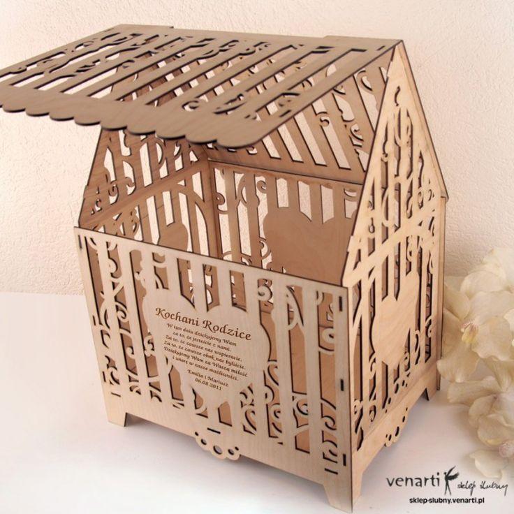 Duże wycinane laserowo, drewniane pudełko na koperty z pieniędzmi lub z życzeniami od gości ślubnych.