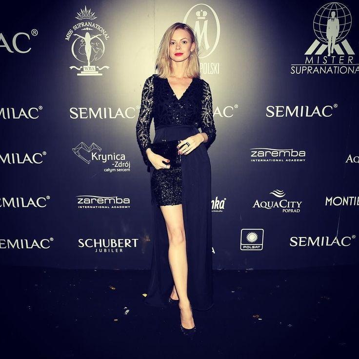 #polishgirl #blondegirl#elegant #elegance #ootd #olfaktoriaootd #selfie #semilac #semigirls  @semilac  @rinascimento_official  @louboutinworld