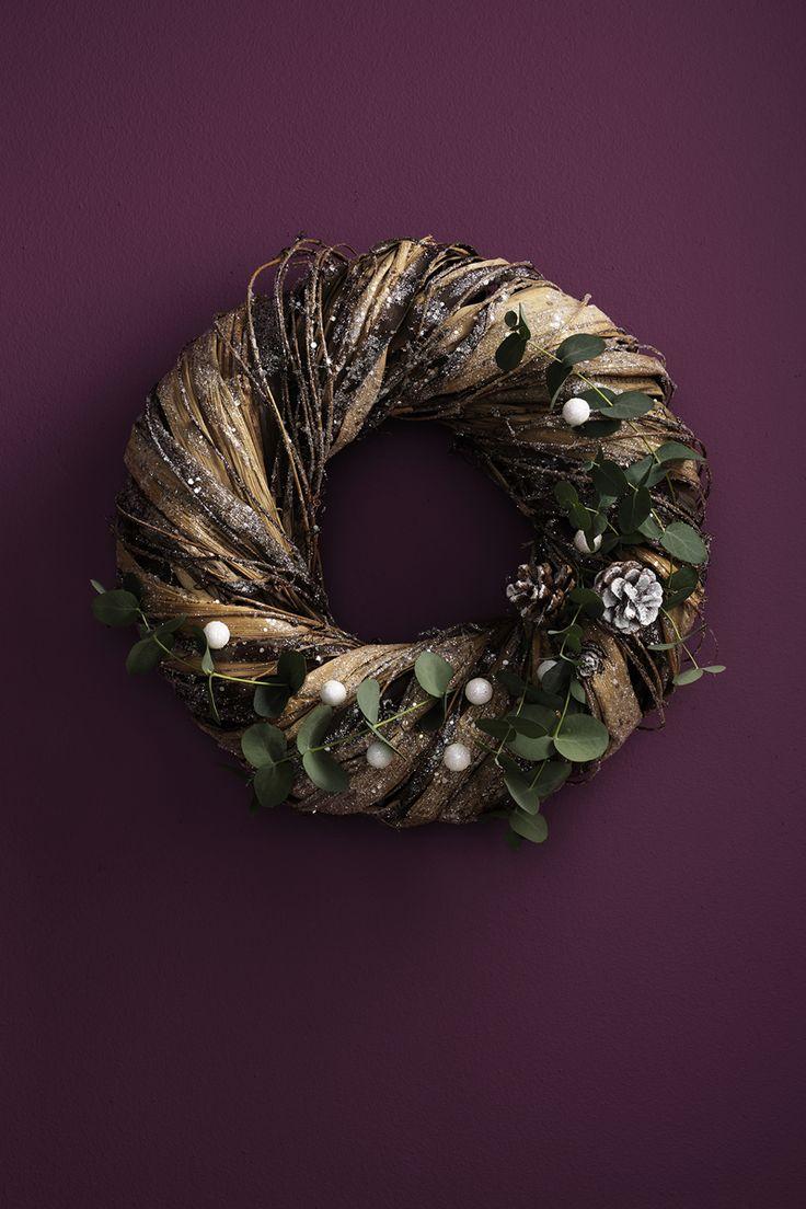 Christmas wreath with eucalyptus www.panduro.com Christmas Wreaths by Panduro  #christmas #dekoration #DIY #wreath  #julkrans #krans #dörrkrans