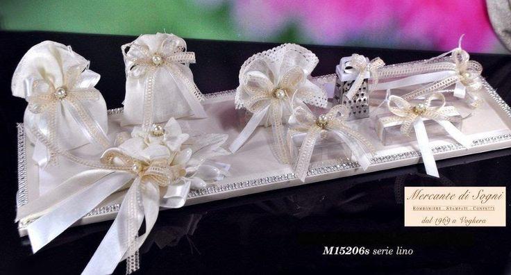 """Mercante di Sogni - Voghera - Bomboniere e Stampati dal 1969 - Vendita ai privati: 12/11/14  Collezione """"MB"""" - Serie LINO - Grattuggia - Scatoline - Sacchetti Bouquet portaconfetti   Linea di oggetti realizzati in lino con applicazioni di perle, nastri, pizzi.  Read more: http://mercantedisognivoghera.blogspot.com/2014_12_11_archive.html#ixzz3MMXz9eAF"""