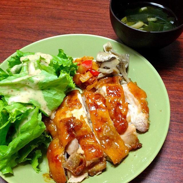 今日の献立 鶏の照り焼き グリーンサラダ きのこマリネ ソーセージとパプリカのケチャップ炒め すまし汁 - 6件のもぐもぐ - 鶏の照り焼き by mai3426