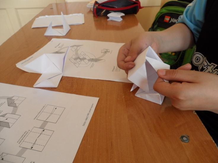 """/Często rozmawialiśmy o realizacji projektu w klasie. Coraz częściej słyszałam: """"Chłopcy powiedzieli, że..."""" albo """"Już wiem jak zrobić pieska origami, Kuba mnie nauczył.."""". I te momenty cieszyły mnie najbardziej. Potwierdzały, że w relacjach z kolegami z klasie dzieje się coś pozytywnego./ Jeśli pracujecie z uczniami autystycznymi koniecznie przeczytajcie opis Elżbiety Danilewicz ze szkoły podstawowej w Zamościu: http://szkolazklasa2012.ceo.nq.pl/dokument_widok?id=7391"""