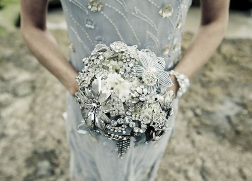 Heirloom jewely bouquet - http://platinumtouchevents.blogspot.com/2011/02/day-10-heirloom-jewelry-bouquets.html