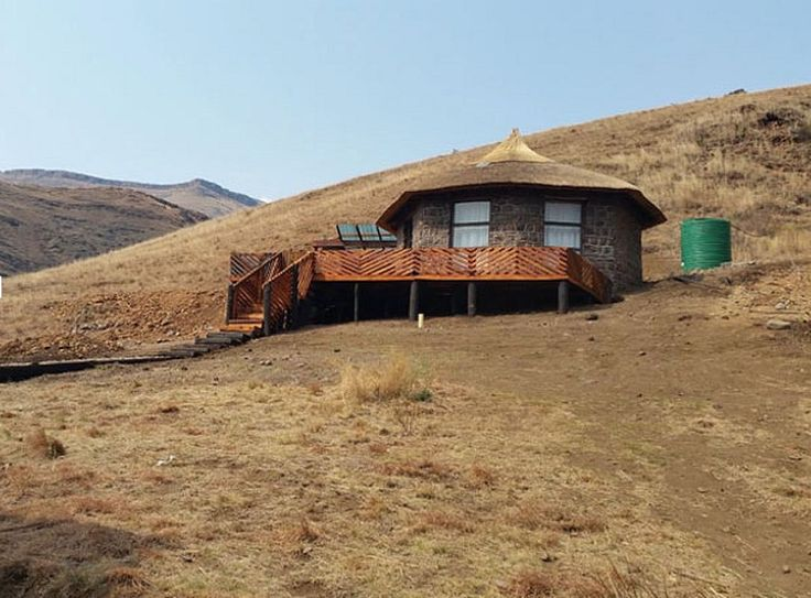 Amanzi Empilo Bungalow in Rhodes, Eastern Cape. The Southern Drakensberg surrounds this self-catering bungalow which is snow capped in winter and filled with wild alpine flowers in summer. Sleeps 4.