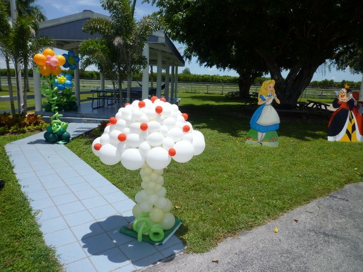 36 best images about alice in wonderland on pinterest - Alice in wonderland outdoor decorations ...