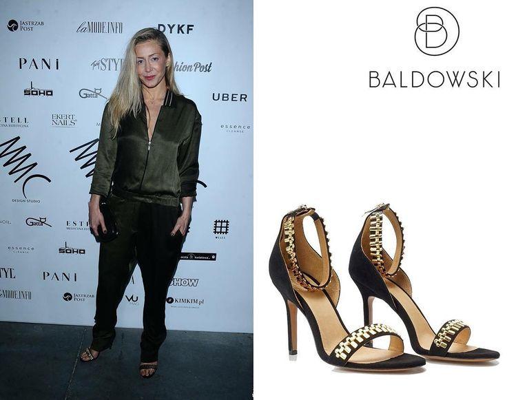 @kasiawarnke in @baldowskiwb  #fashion #shoes #baldowski #baldowskiwb #kasiawarnke #gold #sandals #modern #mmc #fashionshow #instagood #photooftheday