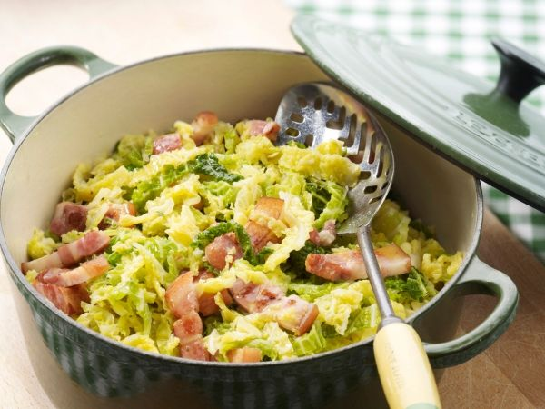 Groene kool met spekjes. Recept op de site via de foto.