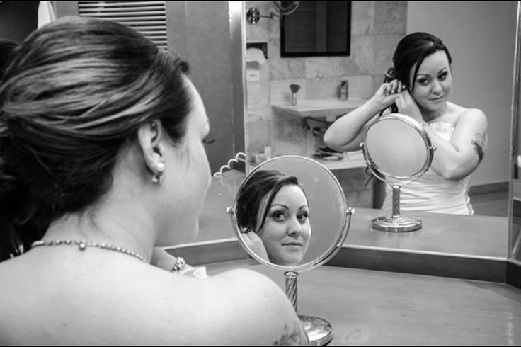 Getting ready in the #presidentialsuite #tattoobride #mirroreffects