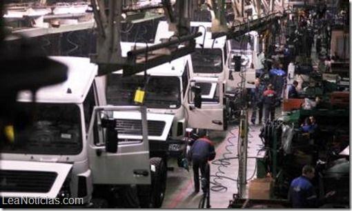 México duplica venta de vehículos pesados a Estados Unidos y marca récord - http://www.leanoticias.com/2014/12/16/mexico-duplica-venta-de-vehiculos-pesados-a-estados-unidos-y-marca-record/