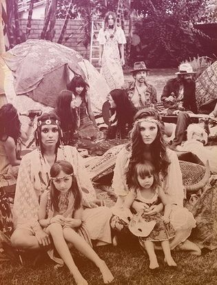 hippie family. Those girls are gorgeous! this will be me and @Savannah Hall stewart when we have kids!!