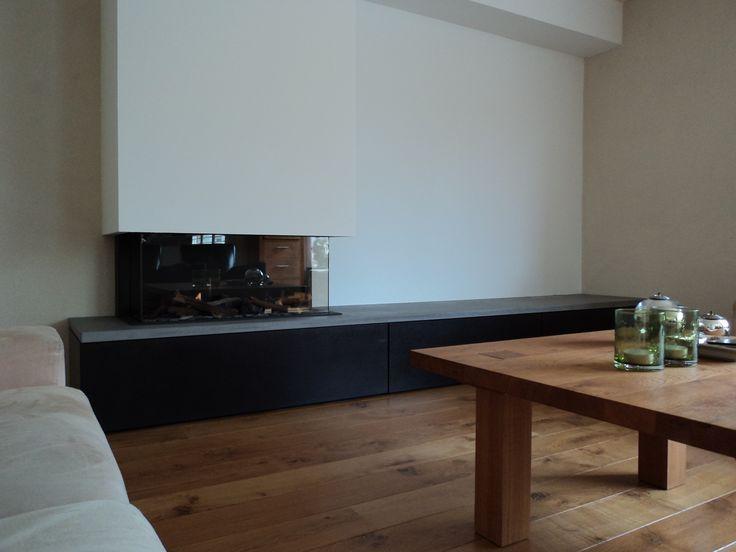 Gesloten gashaard met meubel en betonnen blad.